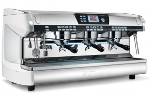 « The coffee machines you can trust » est la nouvelle base line adoptée par la signature Nuova Simonelli.